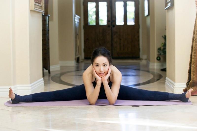 5-dong-tac-yoga-giup-ban-cai-thien-chuyen-yeu-3