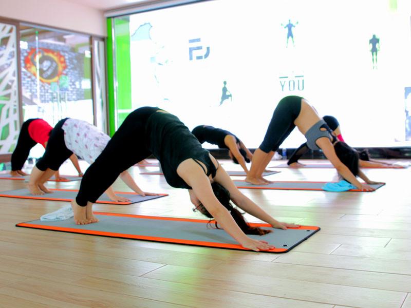 5-dong-tac-yoga-giup-ban-cai-thien-chuyen-yeu-5