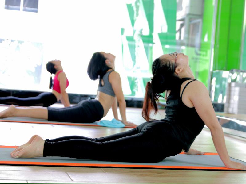 9-bai-tap-yoga-chua-dau-lung-va-giup-voc-dang-thon-dep-3