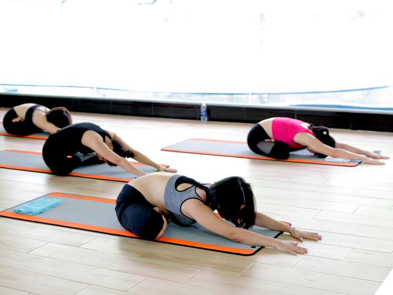9-bai-tap-yoga-chua-dau-lung-va-giup-voc-dang-thon-dep-5