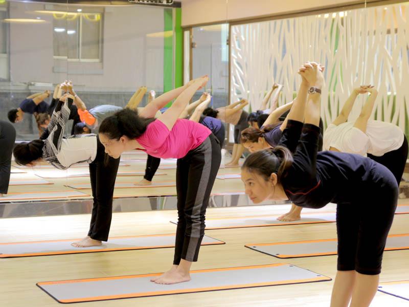 9-bai-tap-yoga-chua-dau-lung-va-giup-voc-dang-thon-dep-7