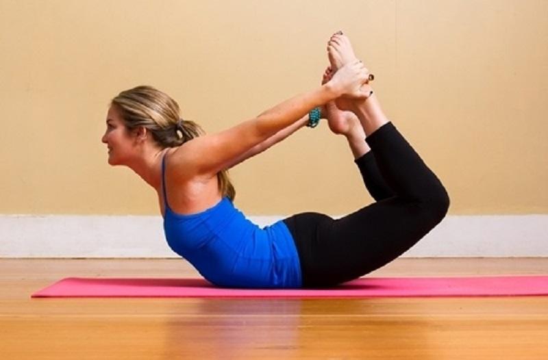 9-bai-tap-yoga-chua-dau-lung-va-giup-voc-dang-thon-dep-9